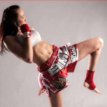 Emma Bragg Thai Boxing Champion
